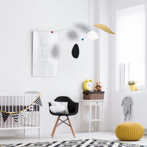 Agon, Mobile Bébé Personnalisable Noir Blanc Et Or Dans Une Chambre Bébé