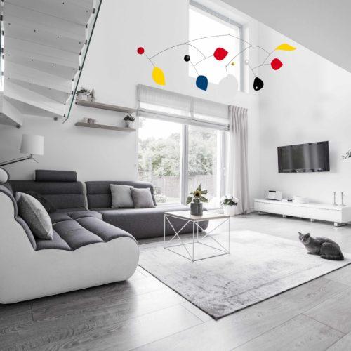 Parade XXL, Mobile Décoratif Géant Personnalisable De Style Calder Couleurs primaires Noir et Blanc Dans Une Maison Design | Virvoltan