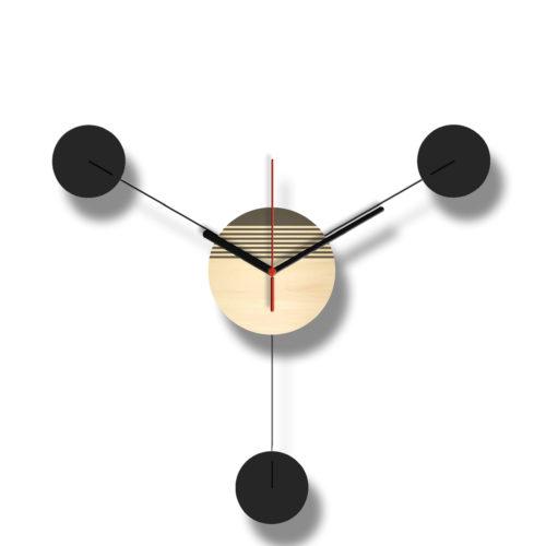 Horloge Murale Personnalisable Trio composée d'un disque de bois gravé et de trois pales d'acier laquées noires Style George Nelson Verso | Virvoltan