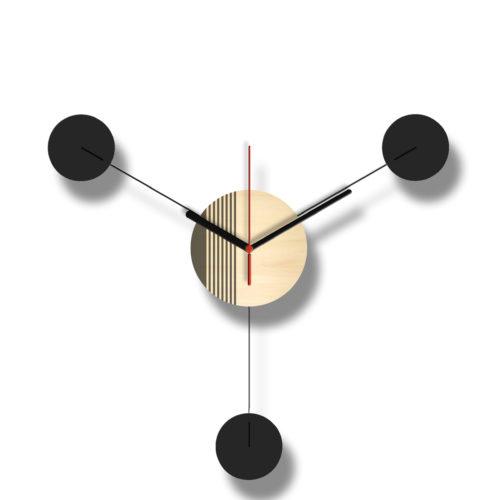 Horloge Murale Personnalisable Trio composée d'un disque de bois gravé et de trois pales d'acier laquées noires Style George Nelson | Virvoltan