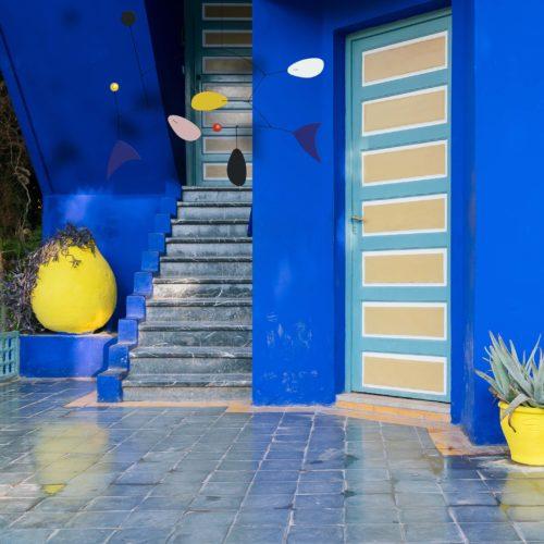 Mobile Calder Personnalisable Dans Le Jardin De La Villa Majorelle A Marrakech | Virvoltan