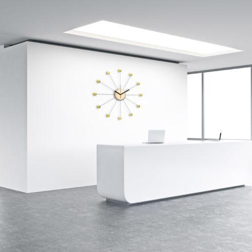 Horloge Murale Personnalisable A L'Accueil D'une EntrepriseEn Forme De Soleil Composée De Douze Billes De Bois Laqué Jaune | Virvoltan