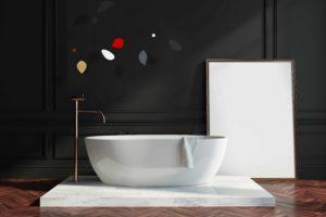 Ambiance design avec ce mobile Calder signé Vivoltan au-dessus de la baignoire